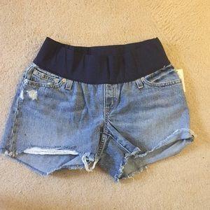 GAP Maternity Jean Shorts, 26